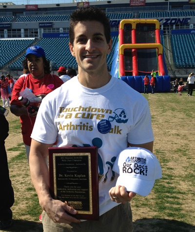 Dr. Kaplan being honored at the 2013 Arthritis Walk